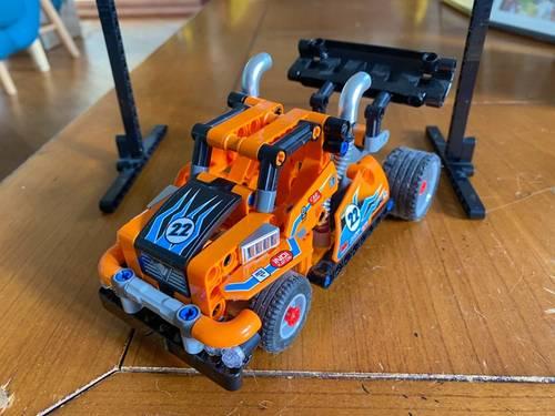 Lego technic camion de course réf 42104