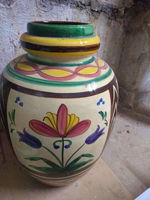 Pot en terre cuite peinte