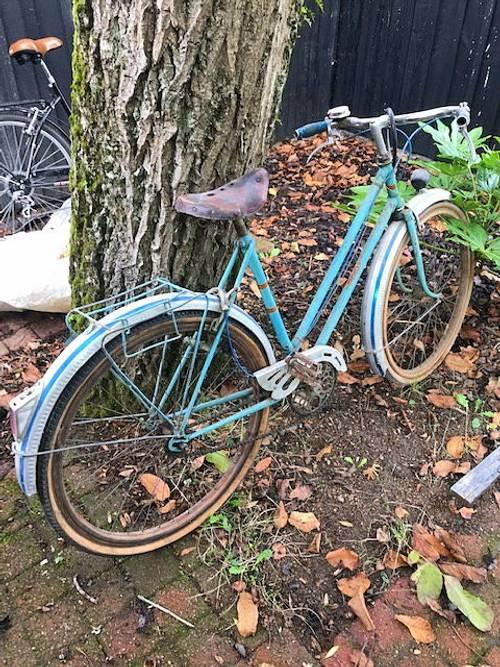 Vends vélo ancien avec jantes en bois