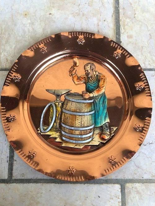Assiette décorative en cuivre tonnelier