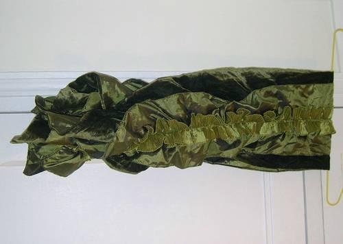 Vends belle écharpe à volants de couleur vert kaki