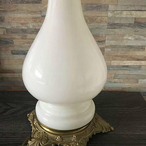 Vends belle lampe ancienne à pétrole en opaline