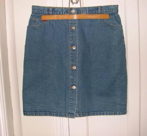 Vends jupe droite boutonnée en jeans (neuve - taille 44)