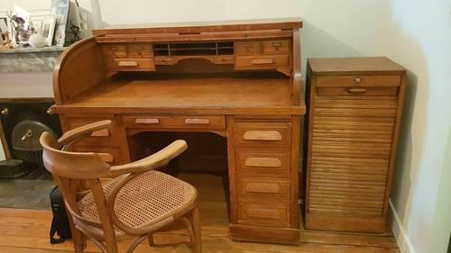 Vends bureau americain à rouleau avec casier à rideau et chaise