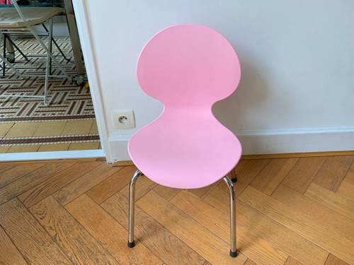 Vends chaise d'enfant en plastique rose