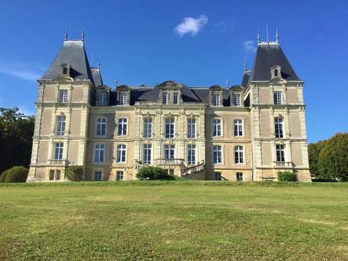 Vends château XIXème siècle, 1400m² surf hab. , 27ha, Anjou