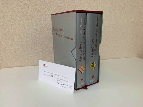 Vends coffret 2volumes reliés Grand livre de cuisine d'Alain Ducasse