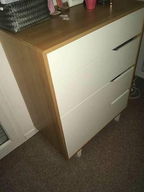 Vends commode Ikea blanc et bois