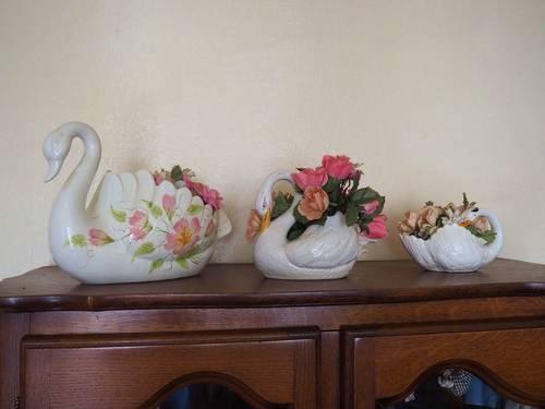 Vends Lot de 4cygnes pot de fleurs - Bon état