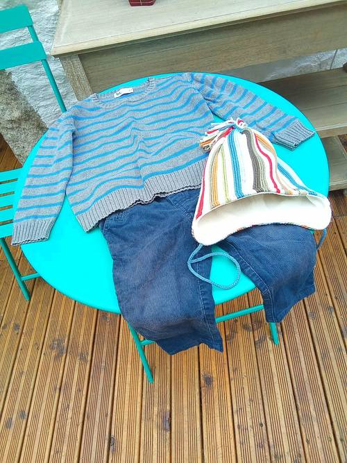 Vends douillet et chaud bonnet TU en parfait état avec pompon 6m et +