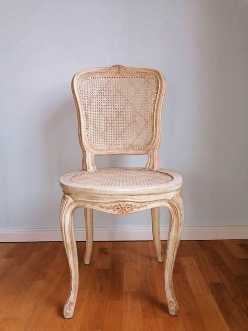 Vends élégante chaise cannée style Louis XV en bois massif