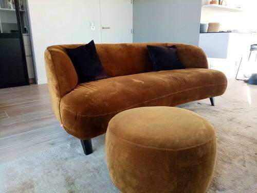 Vends bel ensemble canapé + repose-pied en velours de marque  AM.PM