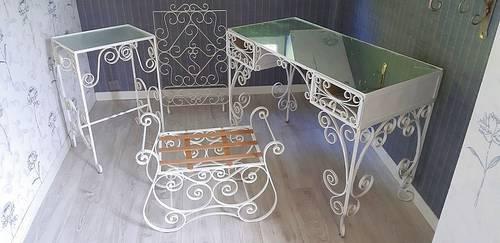 Vends ensemble mobilier en fer forgé blanc d'intérieur