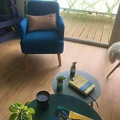Vends très joli fauteuil bleu pétrole état neuf