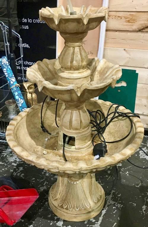 Vends fontaine décorative triple vasques en plâtre