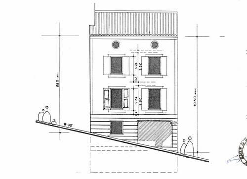Vends immeuble 350m²,avec 8% de rapport à Moustiers