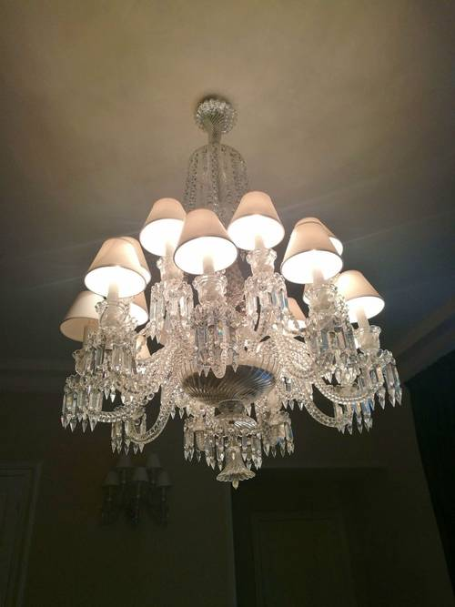 Vends important et majestueux lustre en cristal Baccarat 18lumières