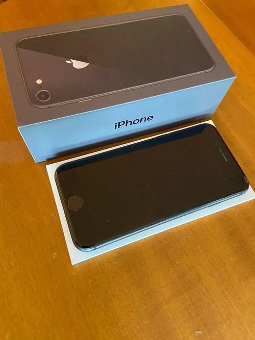 Vends iPhone 8- 64Go - noir