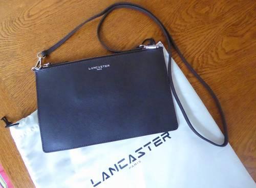 Vends jolie pochette cuir Lancaster