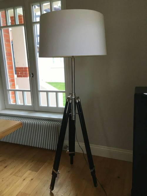 Vends lampadaire sur trépied excellent état