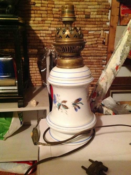 Je vends une lampe porcelaine