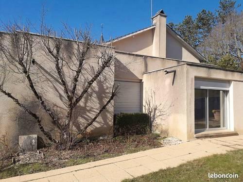 Vends maison 200m² - 5chambres - 8000m² terrain -3boxes chevaux - Leuglay (21)