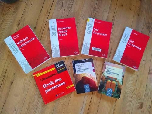 Vends manuels de droit, économie et allemand