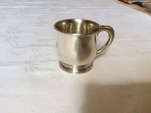 Vends mug en métal argenté