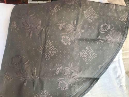 Vends nappe ronde 175cm et surnappe carrée assortie