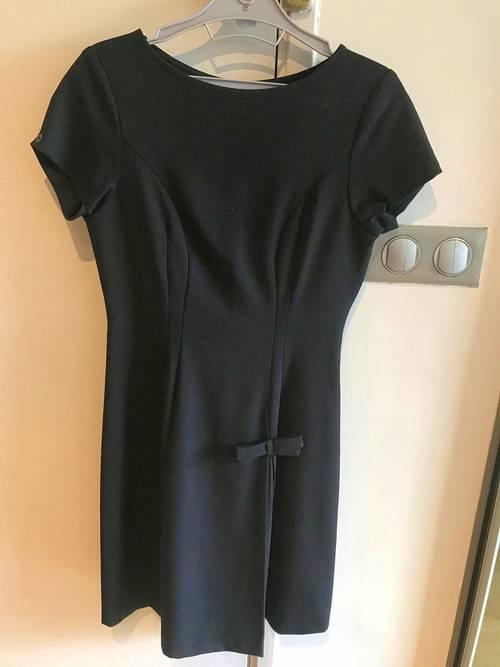 Vends robe noire, peu portée de marque Attic and Barn, taille XS