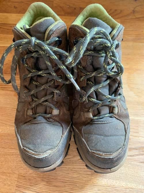 Vends une paire de chaussures de marche Décathlon T34