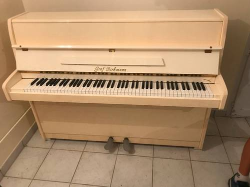 Vends un piano droit de marque Graf Birkmann