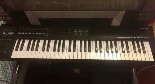 Vends piano numérique Roland A-800PRO-R