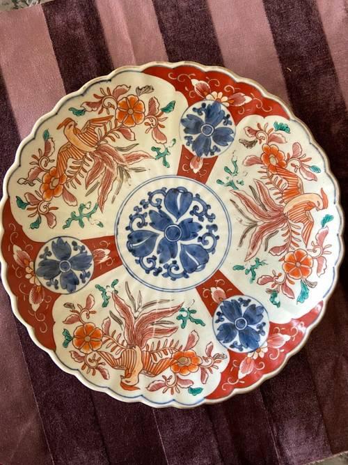 Vends beau plat en porcelaine (Japon). Au décor rehaussé d'or