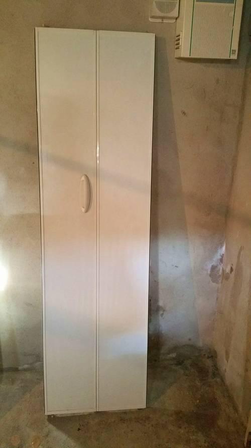 Vends 2panneaux particules de bois blanc structuré Kazed 47x 166cm