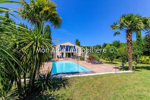 Vends Propriété avec maison 280m² piscine et parc arboré - 3chambres, à Forges