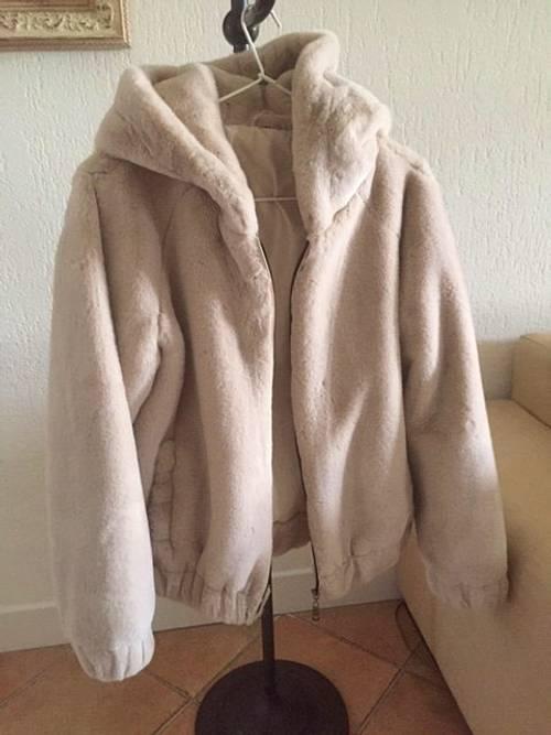 Vends une ravissante veste blanc cassé - Taille S