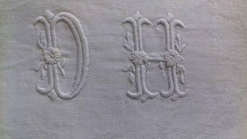 Vends 6serviettes anciennes damassées monogrammées DH