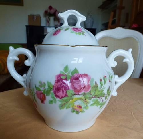 Vends sucrier en porcelaine à fleurs roses