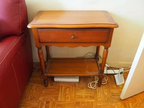 Vends Table d'appoint ancienne en bois - Bon état