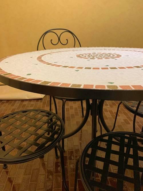 Vends table ronde en mosaïque