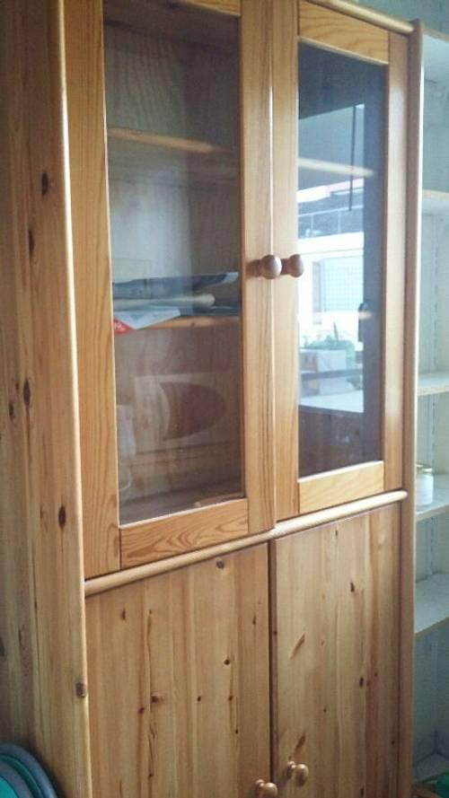 Vends beau vaisselier en pin blond avec 2portes vitrées