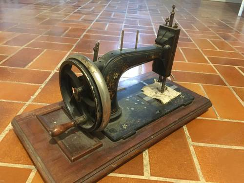 Vends vieille machine à coudre