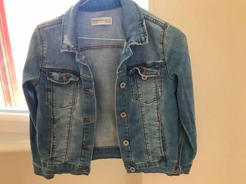 Deux vestes jean fille taille 9-10