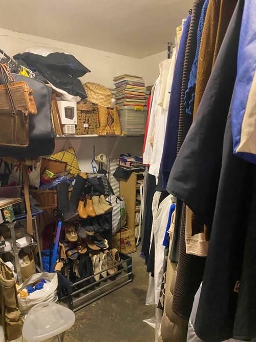 Vêtements, souliers, objets