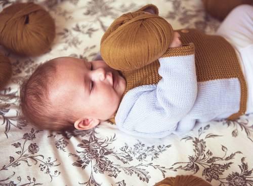 Vêtements bébé tricotés en France