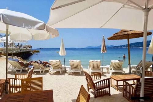 Loue appartement Villa Vega pieds dans l'eau Antibes - Juan-les-Pins 06- 6couchages
