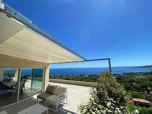 Loue villa de luxe 5* avec piscine vue mer 180° - 4chambres à Sainte Maxime (83)