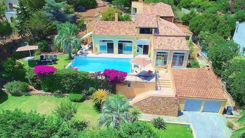 Loue belle villa 10couchagesà Ajaccio en Corse en juillet piscine privée et plage à 30m