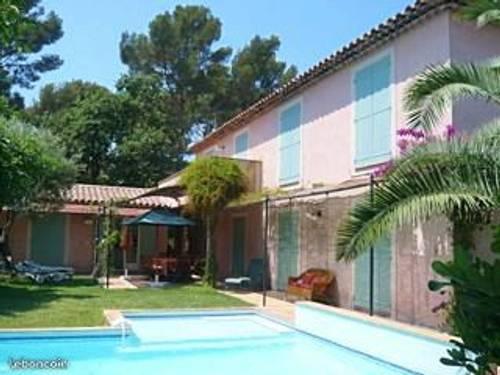 Loue Charmante villa avec piscine à 100m de la mer, 6à 8couchages - Sanary-sur-Mer (83)